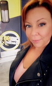 Cindy Cinnamon dans Le Mid a CHOI Radio X